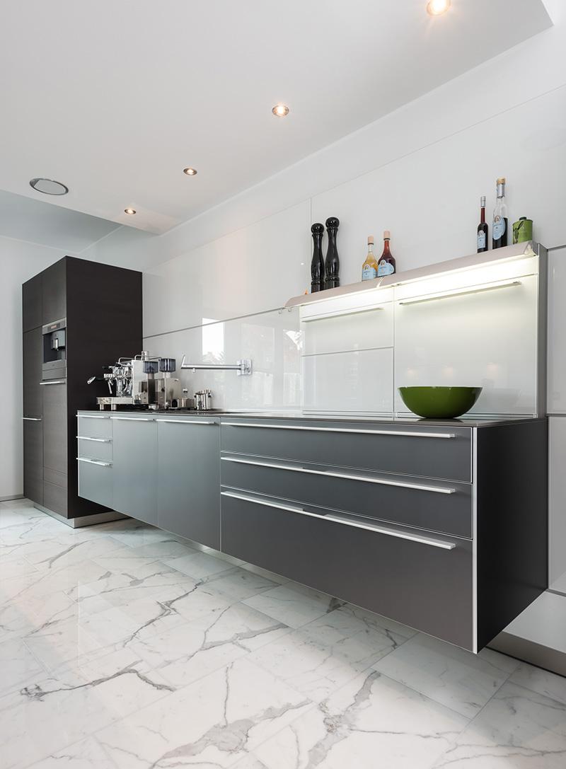 INTACT schwebende Küche